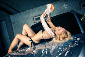 Sexy_girl_washing_car
