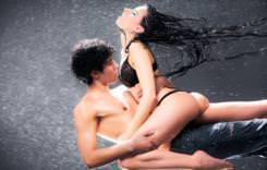 couple_loving_in_rain