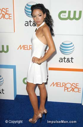 Stephanie-Jacobsen-sultry-look-white-dress-heels