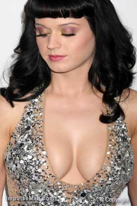 Katy-Perry-big-boobs-silver-glitter